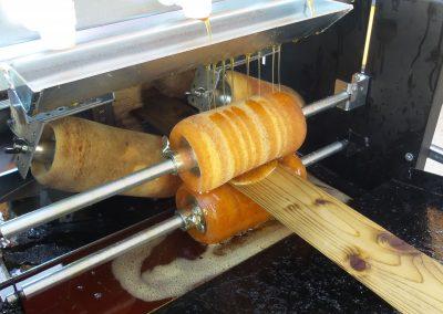 Машинно омасляване на дървесина